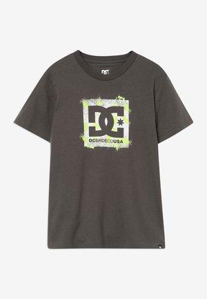 LUMDI BOY - T-shirt con stampa - dark olive