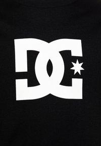 DC Shoes - STAR BOY - T-shirts med print - black/snow white - 2