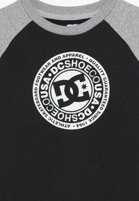 DC Shoes - CIRCLE STAR CREW RAGLAN BOY - Sweatshirts - black/grey heather/snow white - 4