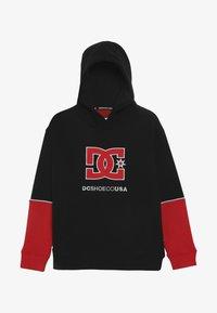 DC Shoes - WEPMA BOY - Hættetrøjer - black/racing red - 3