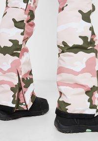 DC Shoes - COLLECTIVE BIB - Zimní kalhoty - dust/rose/vintage - 5
