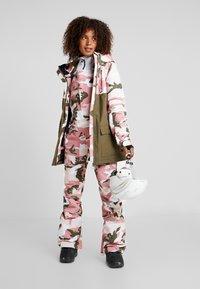 DC Shoes - CRUISER  - Snowboard jacket - dusty rose vintage - 1