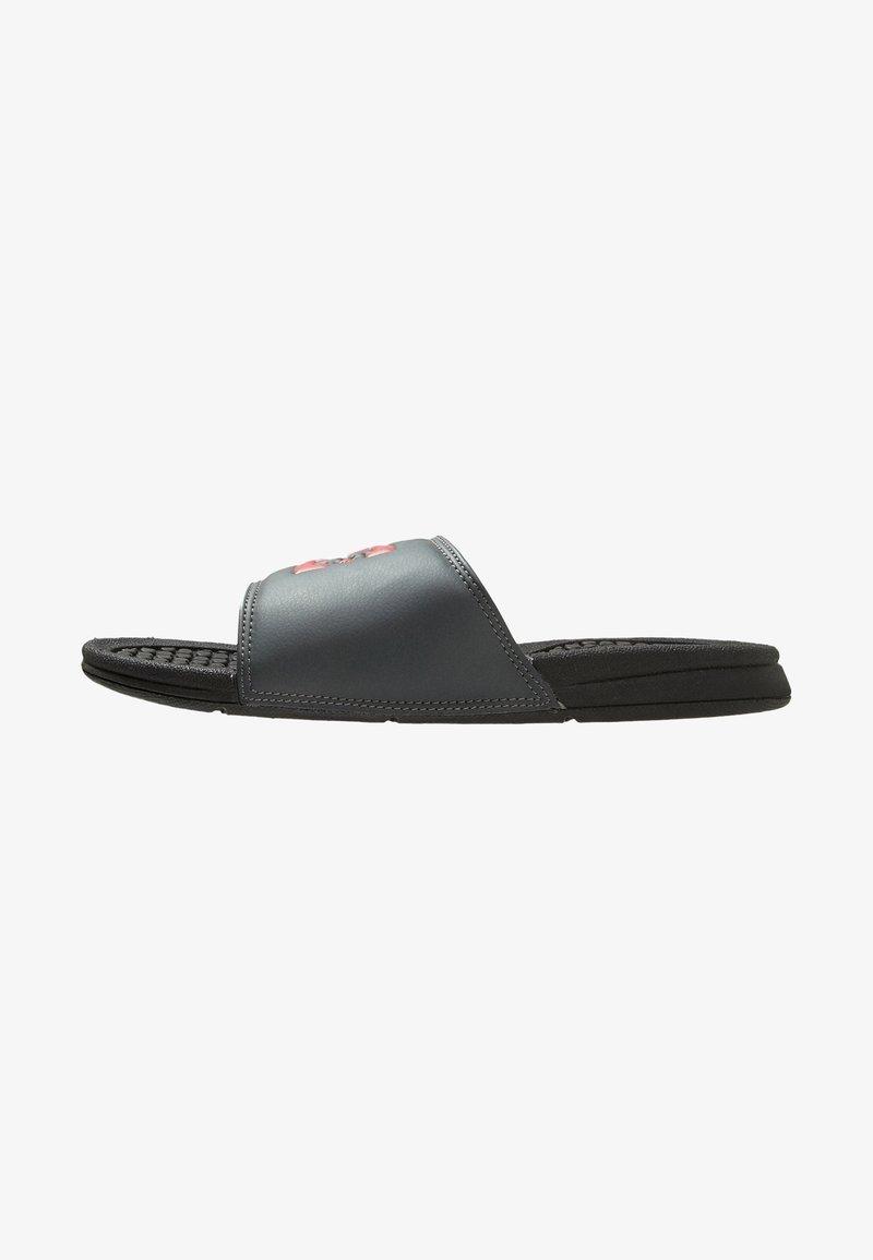 DC Shoes - BOLSA - Chanclas de baño - black/grey/red