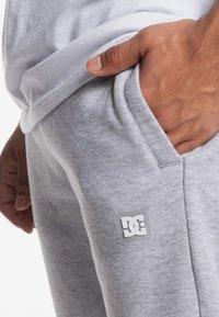 DC Shoes - REBEL  - Trainingsbroek - grey heather - 5