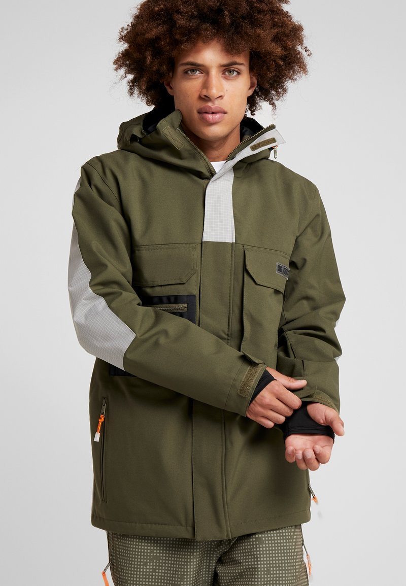 DC Shoes - DEFIANT - Snowboard jacket - olive night