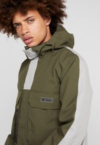 DC Shoes - DEFIANT - Snowboard jacket - olive night - 3