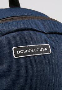 DC Shoes - THE LOCKER - Ryggsekk - black/iris - 7