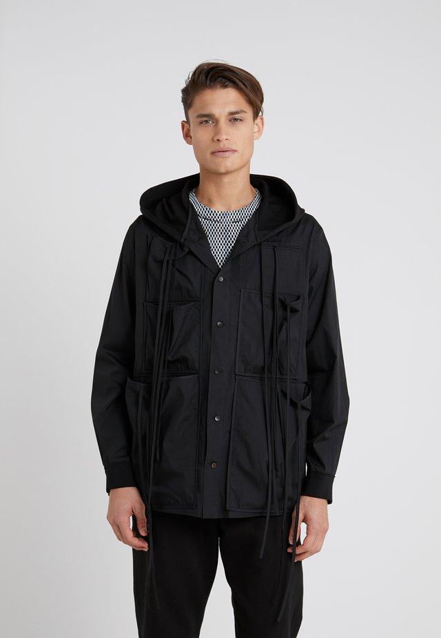 SISAK - Lehká bunda - black