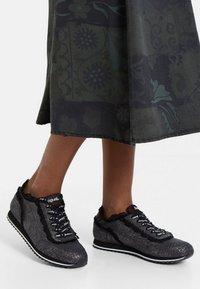 Desigual - PEGASO - Sneakers basse - black - 0