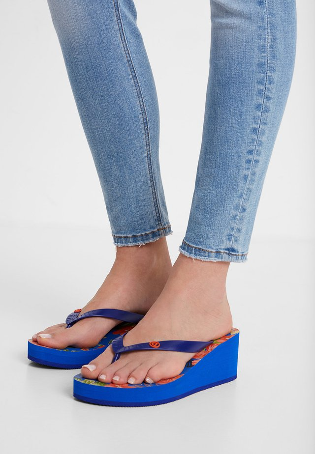 SHOES_LOLA_TROPICAL - Teenslippers - blue