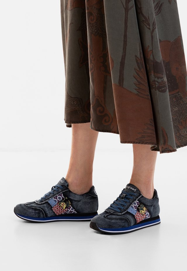 PEGASO - Sneakersy niskie - black