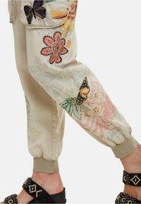 Desigual - PANT_EDDY - Spodnie materiałowe - brown - 4