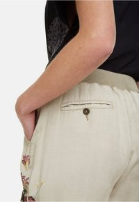 Desigual - PANT_EDDY - Spodnie materiałowe - brown - 5