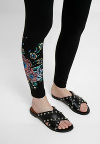 Desigual - SOL - Leggings - black - 4