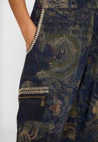 Desigual - PANT YANIN - Spodnie materiałowe - marino - 5