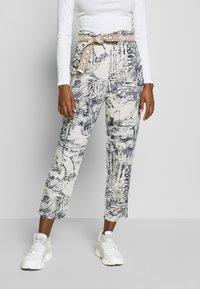 Desigual - PANT TROPICAL - Pantalones - crudo - 0