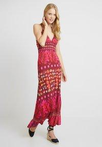 Desigual - VEST GRETA - Maxi šaty - red - 2
