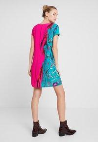 Desigual - VEST WALING - Robe d'été - pink - 2