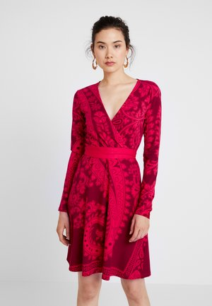 MARLENE - Robe en jersey - rojo oscuro
