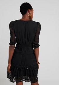 Desigual - VEST NAILA - Robe d'été - black - 2