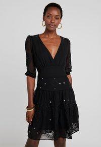 Desigual - VEST NAILA - Robe d'été - black - 0