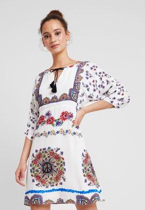 LINETTE - Sukienka letnia - blanco