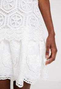 Desigual - VEST LUCIA DESIGNED BY MR. CHRISTIAN LACROIX - Robe d'été - blanco - 5