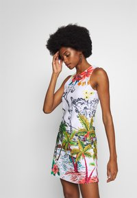 Desigual - TROPICAL PACIFIC - Jersey dress - blanco - 4