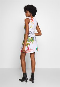 Desigual - TROPICAL PACIFIC - Jersey dress - blanco - 2