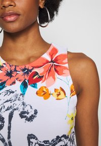 Desigual - TROPICAL PACIFIC - Jersey dress - blanco - 6