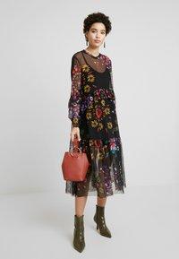 Desigual - VEST PORTLAND - Sukienka letnia - black - 2