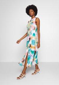 Desigual - VEST FRASER - Maxi šaty - tutti fruti - 0