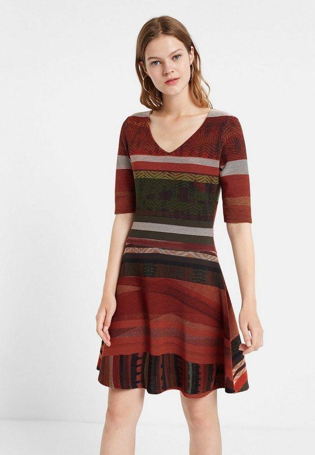 FILADELFIA - Gebreide jurk - brown