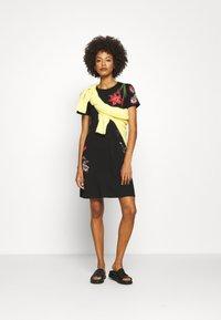 Desigual - CAROLINE - Sukienka z dżerseju - black - 1