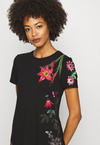 Desigual - CAROLINE - Sukienka z dżerseju - black - 4