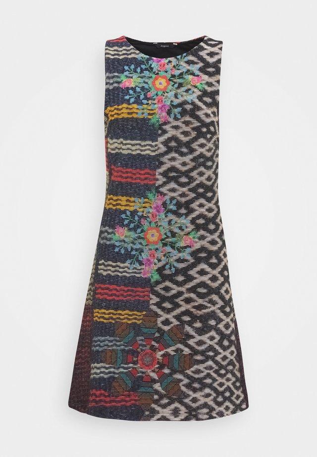 VEST GALA - Sukienka z dżerseju - multi-coloured