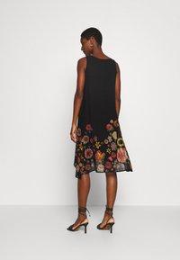 Desigual - VEST LUGANO DESIGNED BY MR CHRISTIAN LACROIX - Sukienka letnia - black - 2