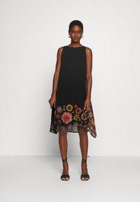 Desigual - VEST LUGANO DESIGNED BY MR CHRISTIAN LACROIX - Sukienka letnia - black - 1