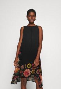 Desigual - VEST LUGANO DESIGNED BY MR CHRISTIAN LACROIX - Robe d'été - black - 0
