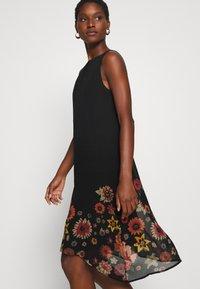 Desigual - VEST LUGANO DESIGNED BY MR CHRISTIAN LACROIX - Robe d'été - black - 4
