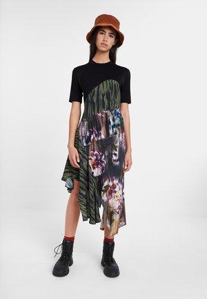 TAIPEI - Korte jurk - black