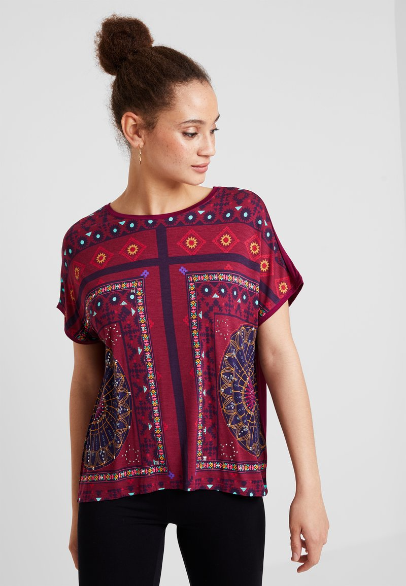 Desigual - LARISA - T-shirt imprimé - carmin