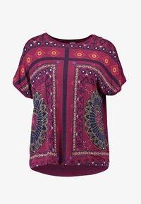 Desigual - LARISA - T-shirt imprimé - carmin - 5