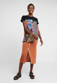 Desigual - FLORENCIA - Camiseta estampada - black - 1