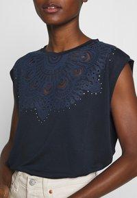 Desigual - BUDAPEST - Camiseta estampada - navy - 4