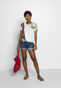Desigual - ATENAS - T-shirt imprimé - white - 1