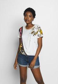 Desigual - ATENAS - T-shirt imprimé - white - 0