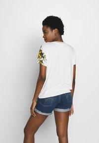 Desigual - ATENAS - T-shirt imprimé - white - 2