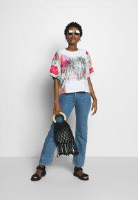 Desigual - HONOLULU - T-shirts print - blanco - 1