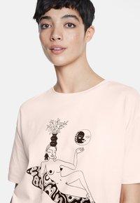 Desigual - DESIGNED BY MIRANDA MAKAROFF - Print T-shirt - red - 3